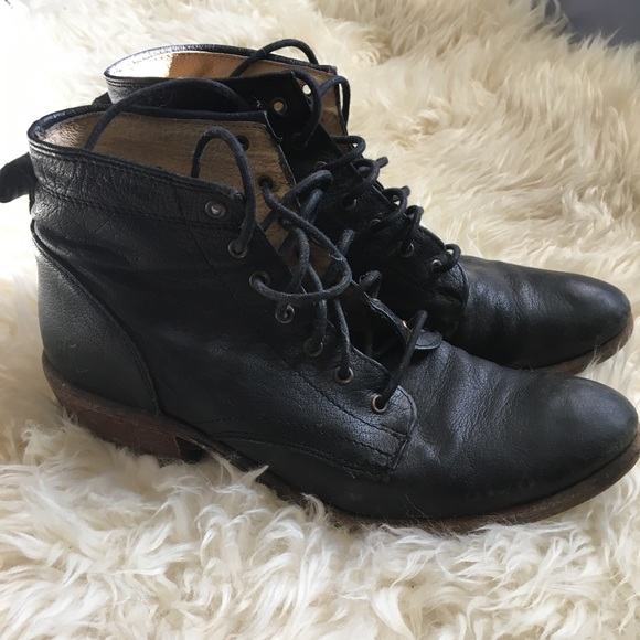 49a7c57a3b3 Frye Carson Lace up Booties Size 7